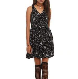 Hot Topic Black & White Music Note Keyhole Dress